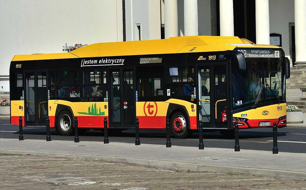 Электрический автобус в Варшаве. Источник: pl.wikipedia.org